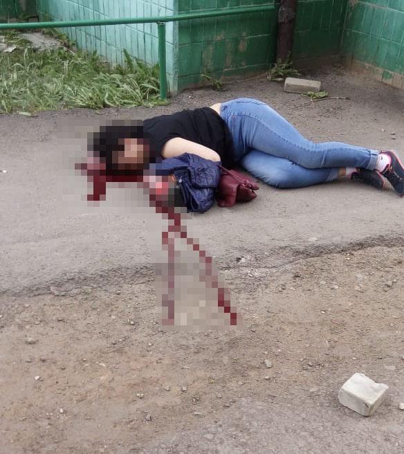Чуть не погибшая от упавшего на голову кирпича жительница Костаная уже шестой месяц не может добиться справедливости
