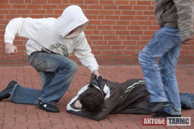 Школьника избили и проткнули ему щеку