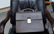 Собиравшийся купить кресло акима чиновник лишился должности