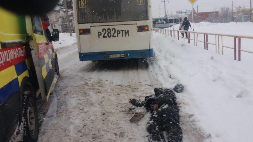 Автобус насмерть сбил человека в Костанае в районе КСК