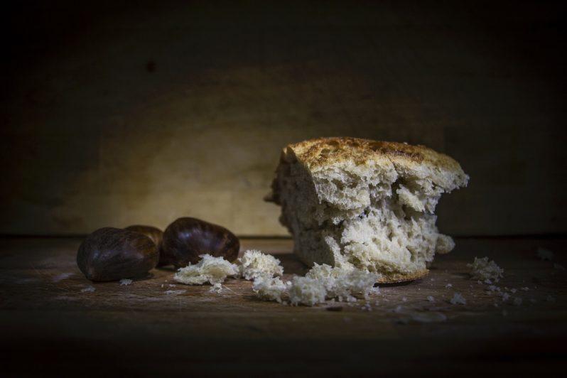 Казахстанцы тратят большую часть денег на еду – это один из худших показателей в мире