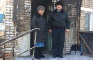 Полицейские спасли из горящего дома мать с сыном