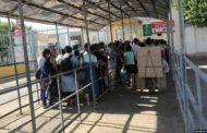 Сотни таджикских мигрантов застряли между Узбекистаном и Казахстаном