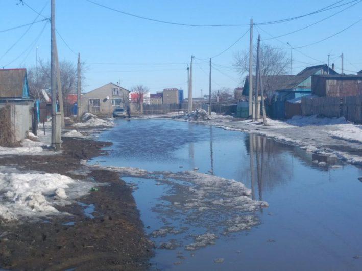 Жителям ул. Тургенева еще не раз придется вызывать ассенизаторскую машину
