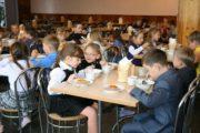 Дети из социально-уязвимых семей получат продукты из школы на дому