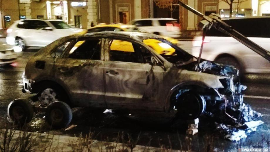 В Усть-Каменогорске из-за возгорания пуха сгорели две иномарки