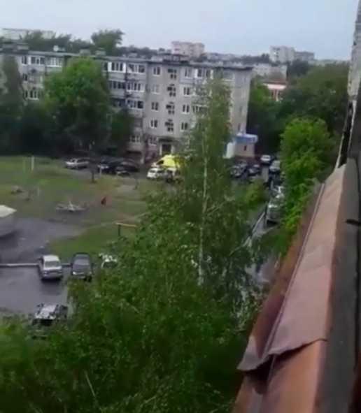 В Костанае с балкона 5 этажа выпрыгнула девушка