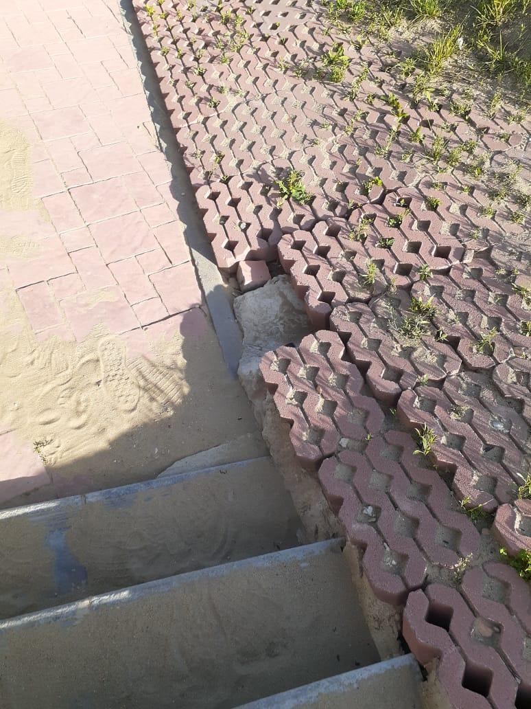 В парковой зоне набережной по ул. Гашека из года в год проваливается брусчатка