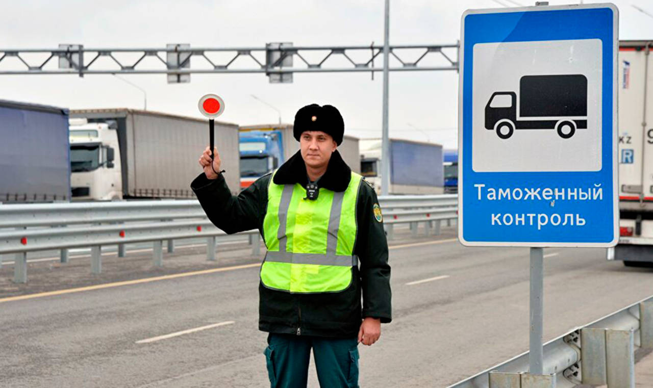 Посылки с лекарствами для больных пневмонией конфисковали в Павлодарской области