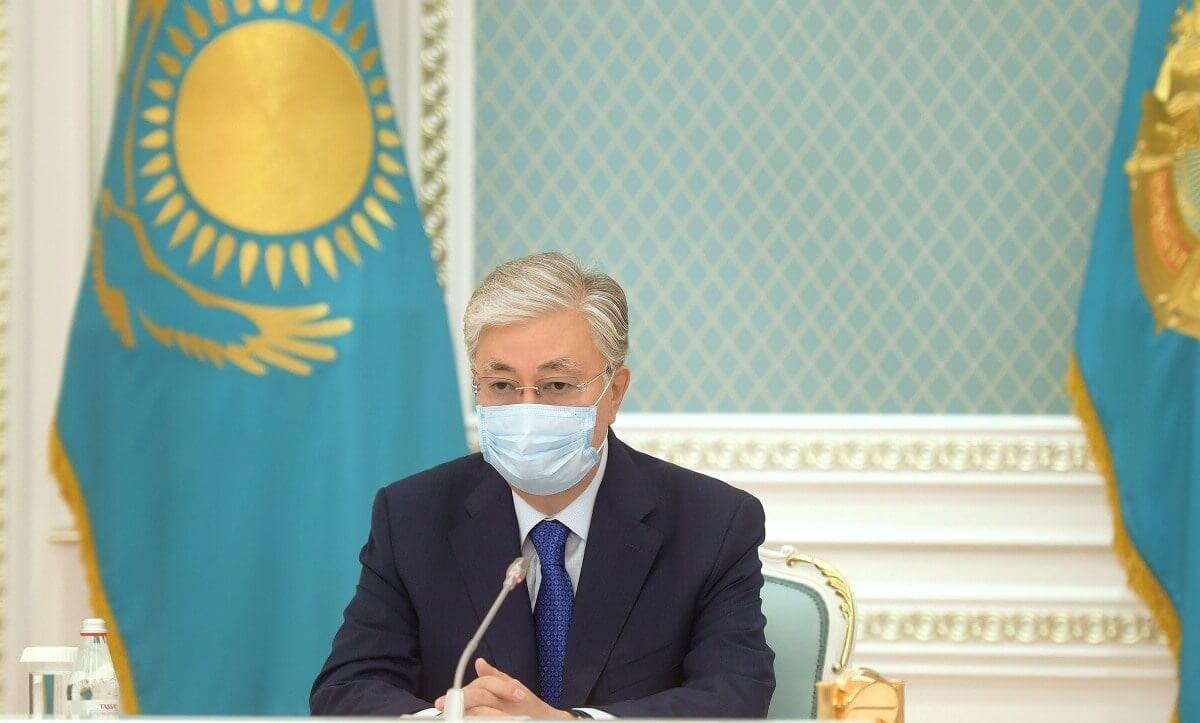 Токаев подписал указ о награждении скончавшихся от коронавируса медиков