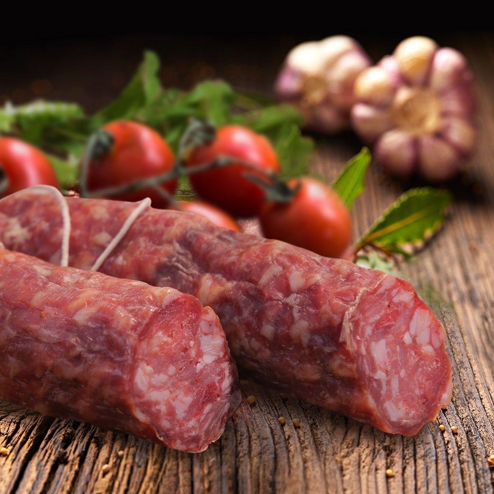 Под Орском задержали тонну колбасы, которую везли в Казахстан