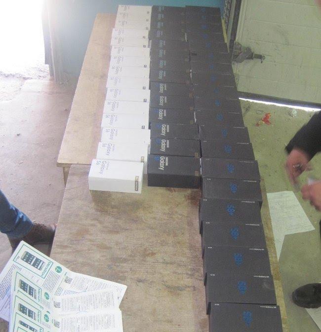 Тюменские таможенники пресекли контрабанду смартфонов на 10 миллионов рублей