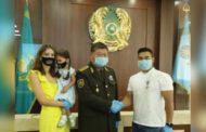 Казахстанский тяжелоатлет спас людей из огня. Его наградили