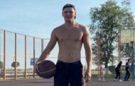 Казахстанский боксер вернулся на родину после победного боя в США