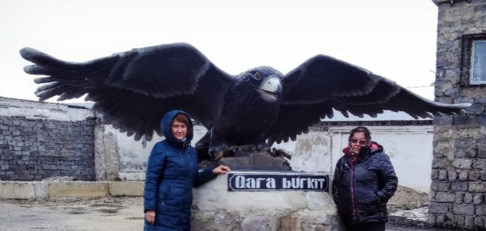 Новый черный беркут появился на входе в Житикаринскую колонию