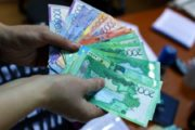 Мошенники предлагают казахстанцам оформить выплату 42 500 тенге