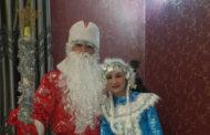 Были сотни заказов, а теперь два. О чем грустят костанайские Дед Мороз и Снегурочка