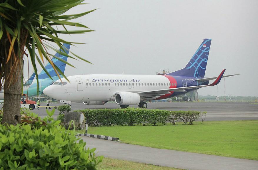 «Боинг» индонезийской компании Sriwijaya Air упал в море близ Джакарты