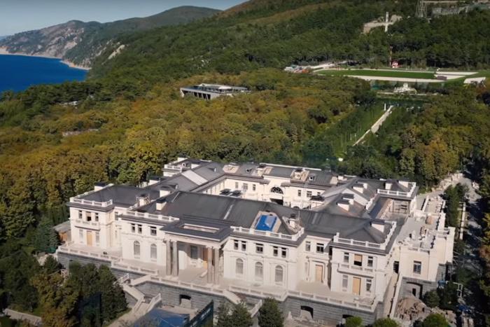 Биограф Путина подтвердил, что дворец в Геленджике президенту подарили олигархи