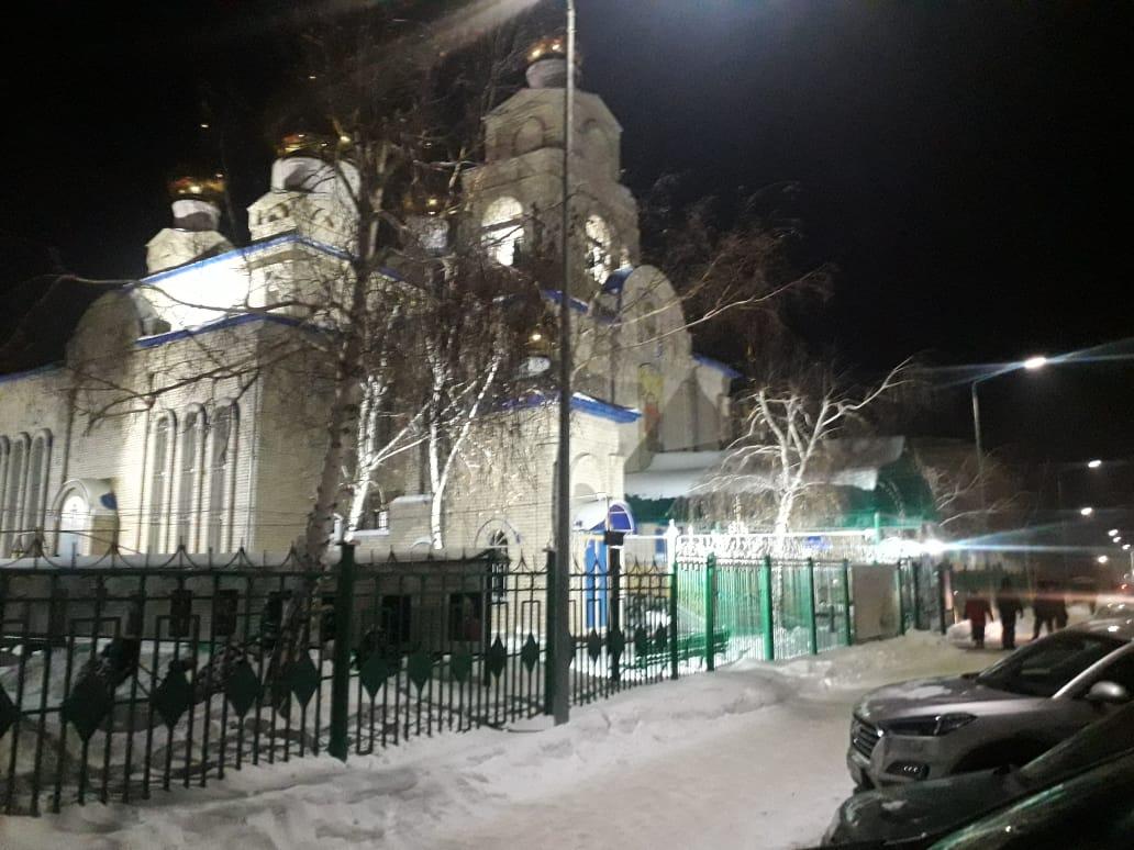 Несмотря на запрет в Константино-Еленинском соборе Костаная прошла служба, но за закрытыми дверьми