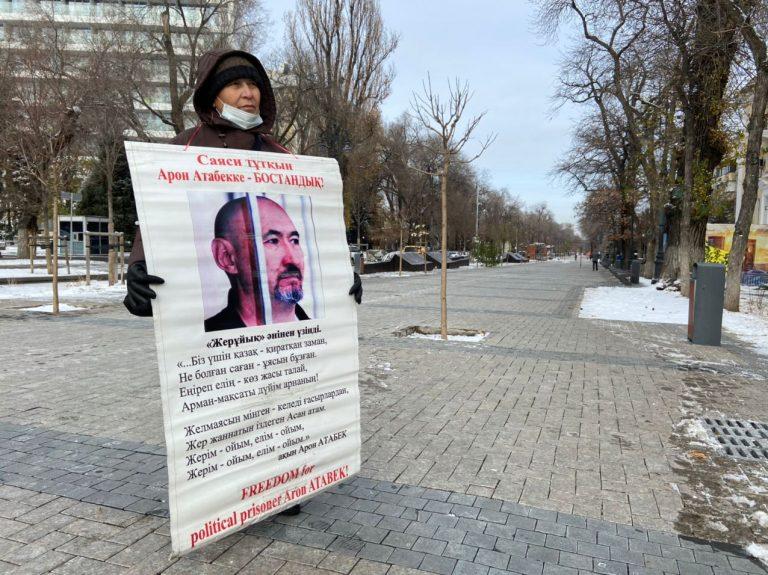 Олжас Сулейменов и другие общественные деятели написали письмо президенту с просьбой освободить Арона Атабека