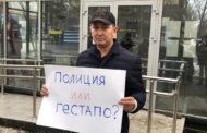 Главреда «Уральской недели» Лукпана Ахмедьярова задержали после одиночного пикета у здания полиции