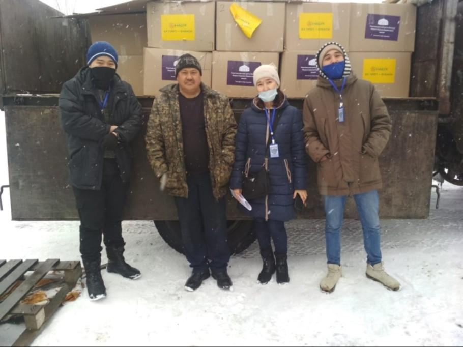 Волонтеры «Жанашыр бол» развозили продуктовые наборы нуждающимся