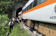 Около 40 человек погибли в крушении пассажирского поезда в Тайване