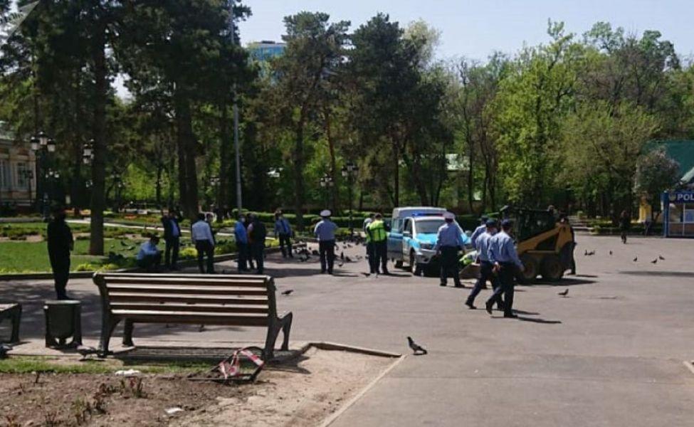 Трёхлетний ребёнок погиб под колёсами погрузчика в Алматы