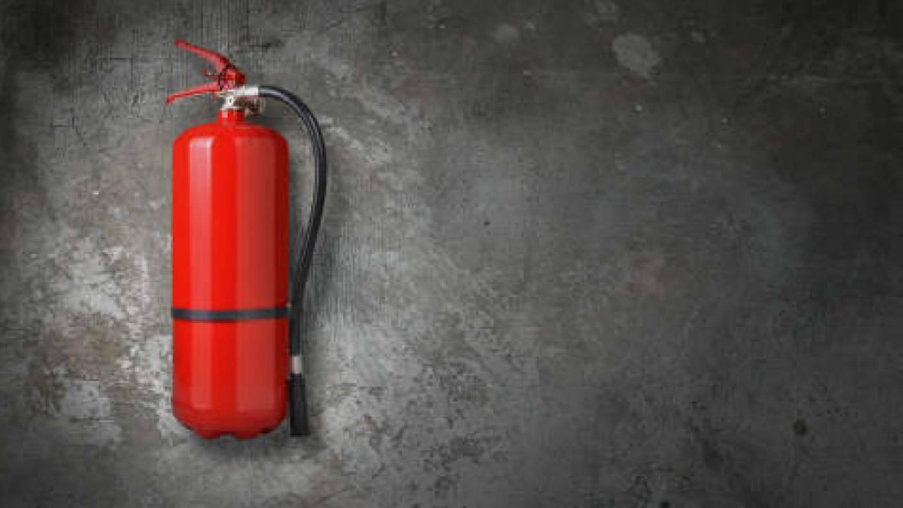 Специалист ДЧС Нур-Султана скрылнарушения пожарной безопасности за 2 млн тенге