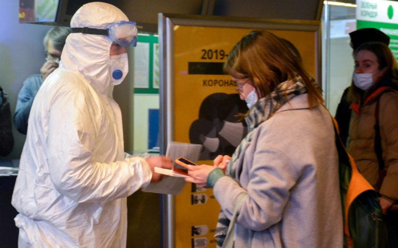 Почему и вакцинированные пассажиры должны предоставлять ПЦР-справку перед посадкой на самолет