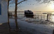 69 человек были эвакуированы из-за подтопления домов в Карасуском районе