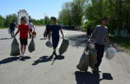 10 мешков мусора собрали волонтеры ОФ «Жанашыр бол» возле мавзолея Ыбрая Алтынсарина