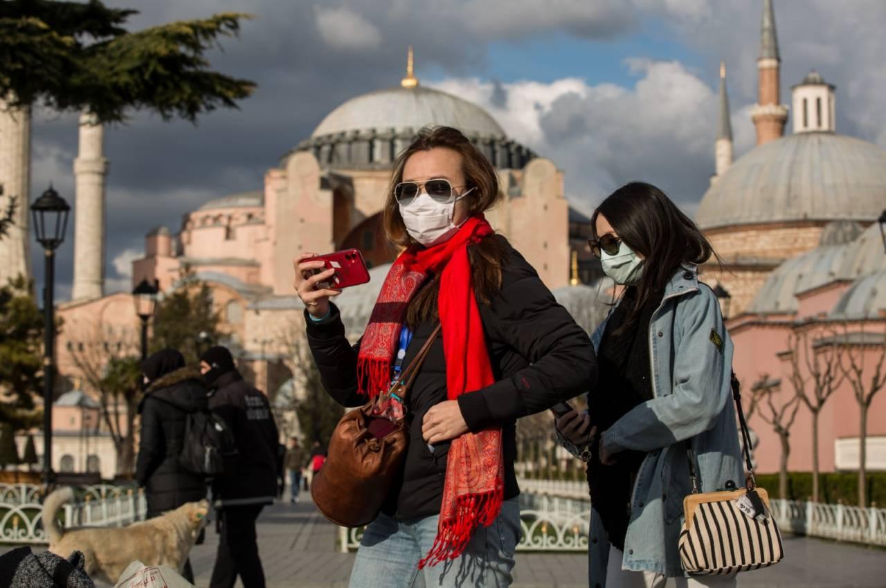 Турция ослабила локдаун, комендантский час остается в силе