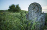 Смотритель кладбища обвинён в осквернении захоронений