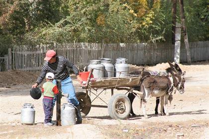 Массовый исход казахстанцев из аулов в города продолжается