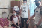 Волонтеры общественного фонда «Жанашыр бол» сделали генеральную уборку  в квартире 83-летней Любови Васильевны