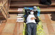 Слепой актюбинец объявил голодовку возле Дома министерств и добился положенных ему льгот