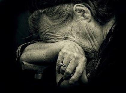 «Сынок, у меня деньги есть»: пожилые люди не могут попасть в магазины из-за Ashyq