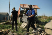 ОФ «Жанашыр бол» помог дровами костанайской многодетной семье, проживающей в садовом обществе