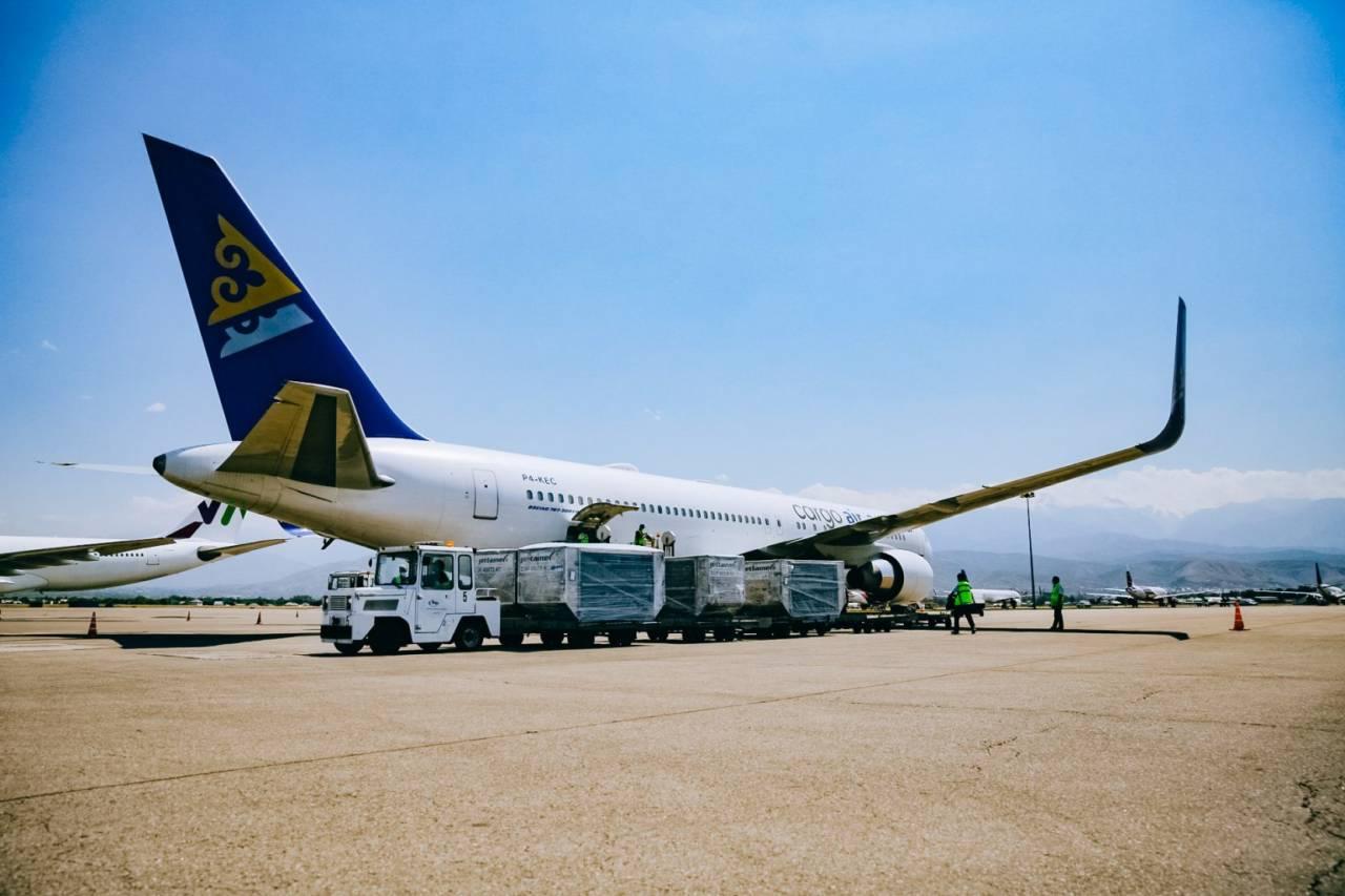 Первый рейс с вакциной Vero Сell приземлился в Алматы