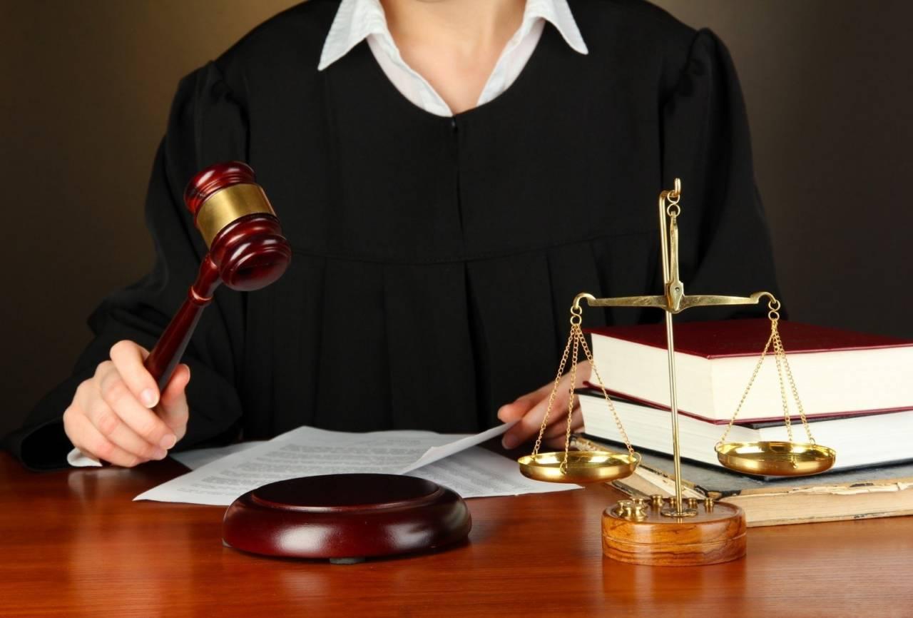 Судья Костанайского городского суда, управляя автомобилем в нетрезвом виде, въехала в столб