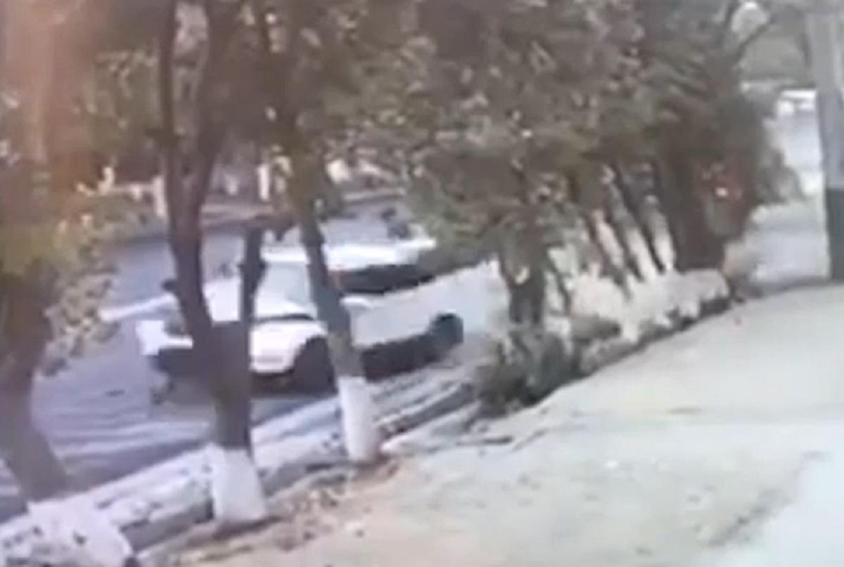 Четырех человек сбили на автобусной остановке в Таразе. Двое скончались на месте