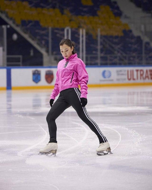 Казахстанская фигуристка Элизабет Турсынбаева завершила профессиональную карьеру