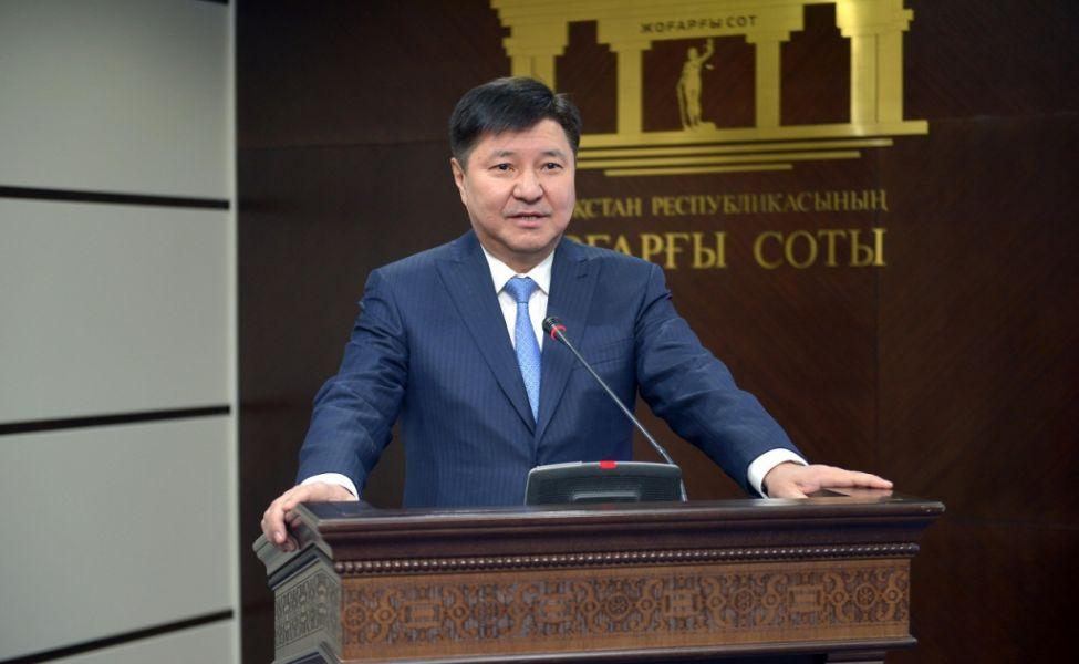 Председатель Верховного суда погружает жителей Казахстана в долговую яму